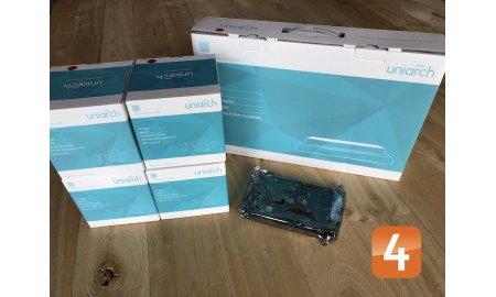 Uniarch set met 4x PoE 4 megapixel witte dome buiten camera's en een netwerk recorder met 1TB harde schijf
